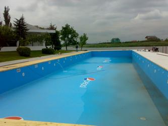 Als Werbung im Pool auch dann wenn das Wasser noch im Becken ist.