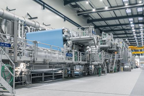 Abbildung: Auf der Produktionslinie 8 werden seit Anfang des Jahres alle Produkte zu 100 % mit grünem Strom produziert, dazu zählen die flexiblen Verpackungspapiere von Koehler Paper, sowie das umweltfreundliche Thermopapier Blue4est®.<br />Quelle: Koehler‐Gruppe