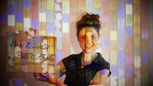 Sabine Klement in einer Projektion von Przemek Nowak