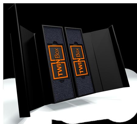 Muster einer typischen TWINBox. Die exklusive Verpackung kann in puncto Format, Inlays, Designs oder Veredelungen flexibel, sehr individuell und weitreichend konfiguriert werden. Bildquelle: Achilles Präsentationsprodukte GmbH.