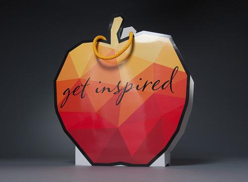 Das Logo in Taschenform oder die Tasche in Logoform: Mit der RIEDLE Fantasy lassen sich einige Taschenträume erfüllen.<br />Foto: ©BAGS BY RIEDLE